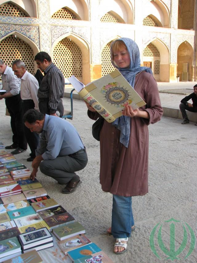 В пятничной мечети Атиг