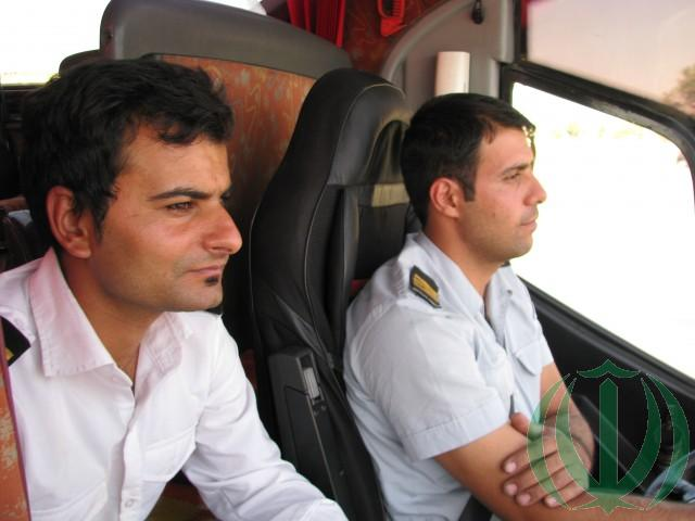 Автобус водят два водителя